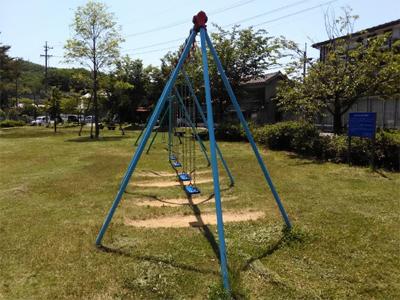 [IMAGE]ブランコの公園